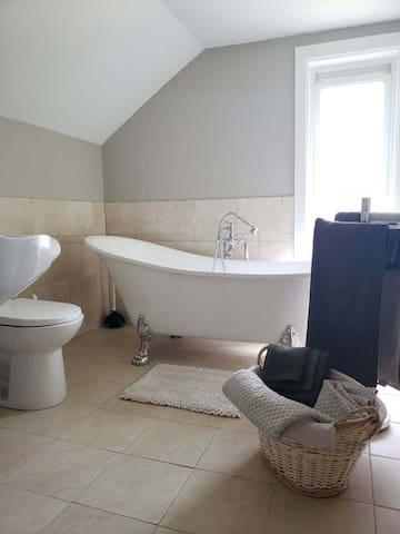 Bathroom 2 - bath
