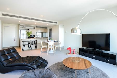 Wheel& Dock view 5 Star Excellence Apartment (new) - Docklands