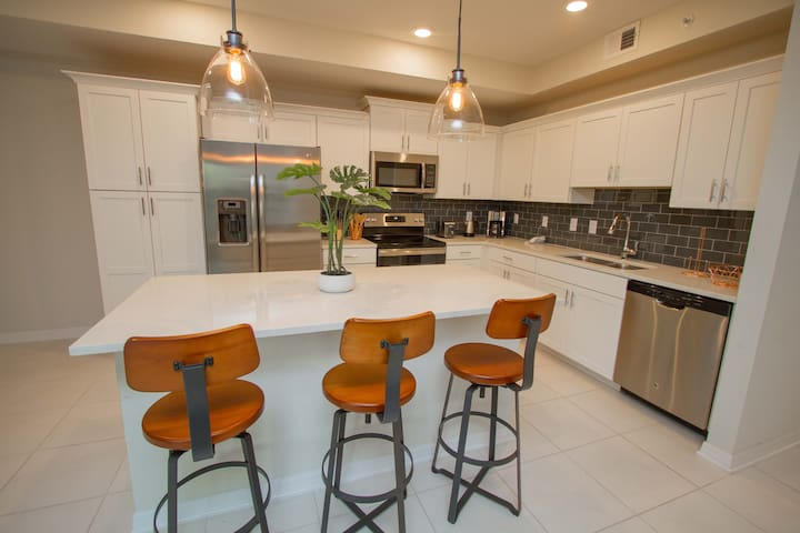 103-Lovely 2 bd condo Top rated resort near Disney