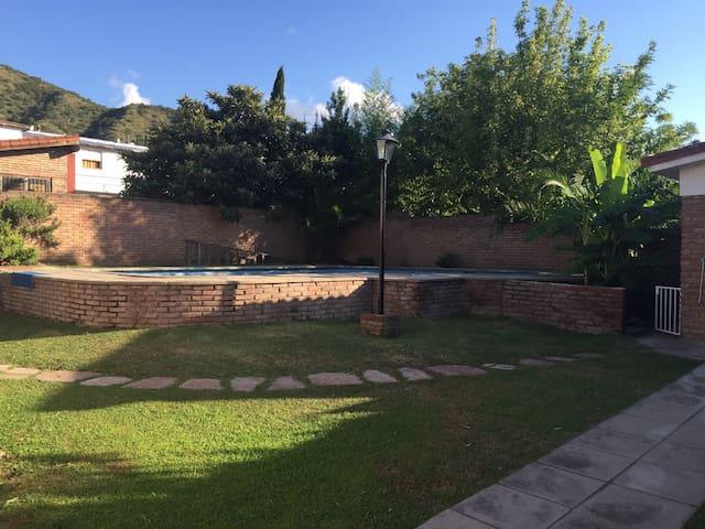 EXCELENTE Ubicación cerca de TODO - Villa Carlos Paz - Casa