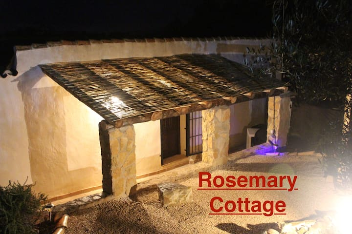 The Hibiscus Retreat - Rosemary Cottage