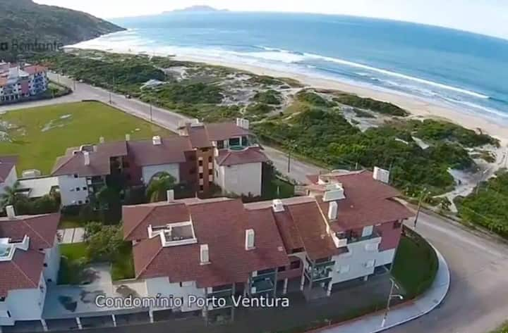 Apartamento beira mar com piscina nos Ingleses