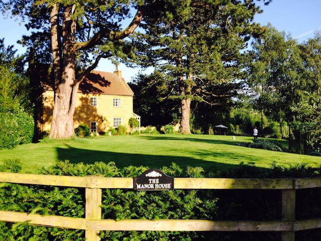 Manor House - Perfect for Silverstone weekend - Everdon - Hus