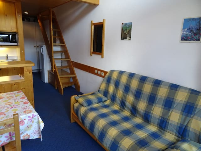 Studio with mezzanine for 5 persons in the center and close to the lifts