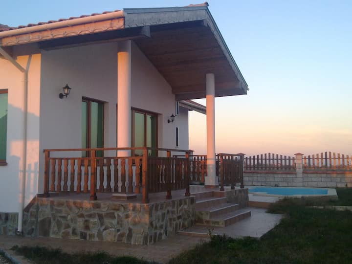 Villa near the sea with pool and BBQ