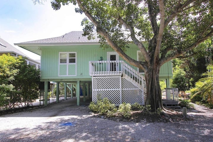 Fun & Chic- Captiva Beach House in Sunset Captiva
