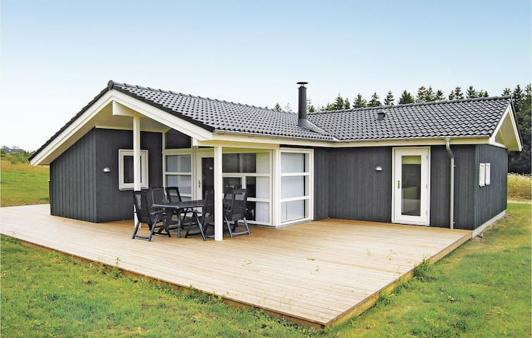 Holiday cottage with 4 bedrooms on 116 m² in Ejstrupholm