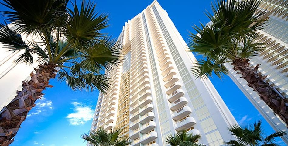 MGM Signature Suite w/strip view & no resort fees