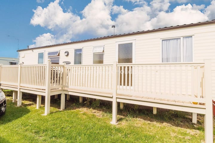 Luxury 7 berth caravan for hire in Heacham  holiday park Norfolk ref 21020H