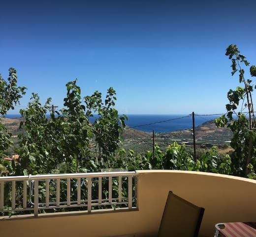 Bright 2BD Apartment with Panoramic View