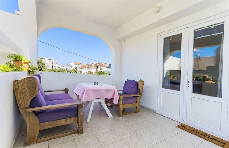 Studio Apartment, 200m from city center, seaside in Tribunj, Balcony