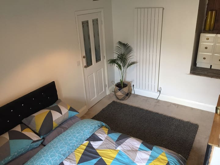 Central Halifax Double Bed. Convenient and Cosy