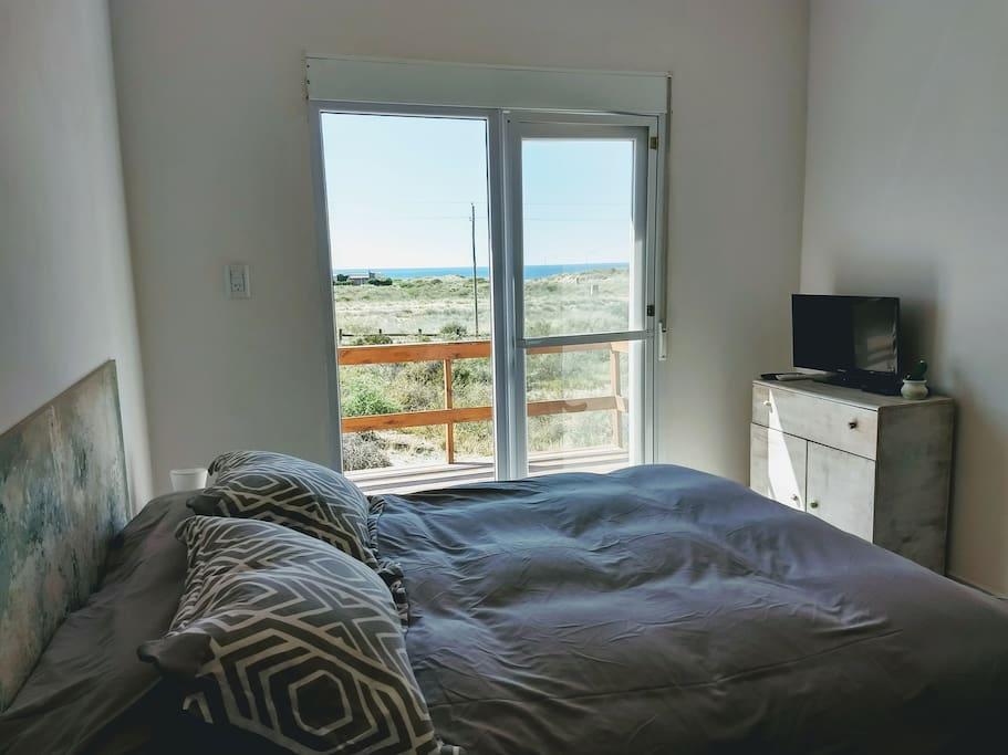Dormitorio principal con tv direct tv
