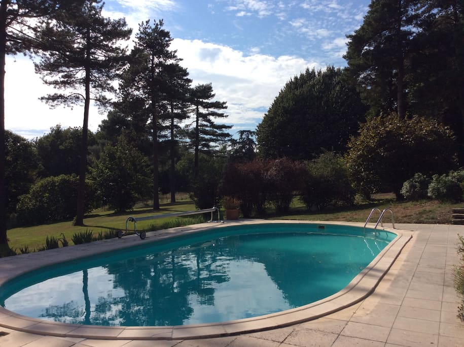La piscine est à maximum 3 m de la maison