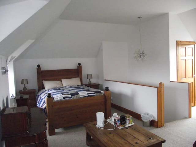 Bedroom to let in picturesque East lothian