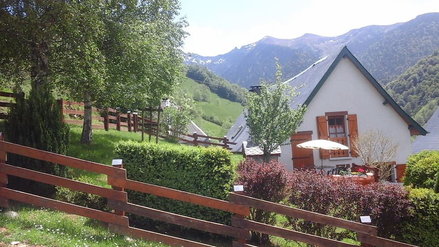 COTTAGE  IN THE HEART OF PYRENEES - Couledoux  - Almhütte