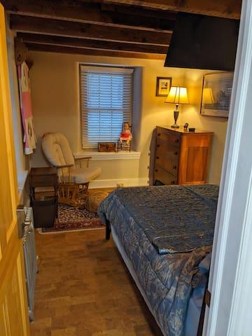 Bedroom w/ tv