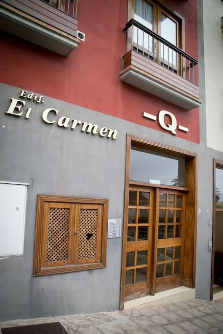 Entrada principal del edificio, calle Blanco No.30 Puerto de la Cruz - Tenerife