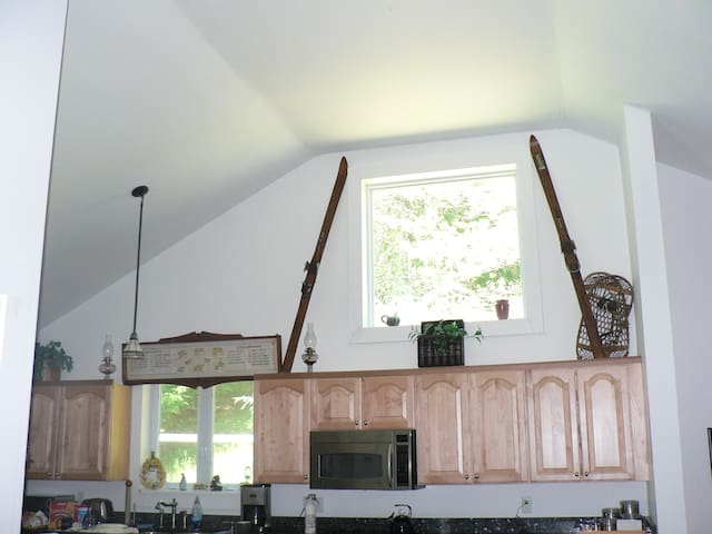 Lovely Lakehouse 20 Mins to Mt Sunapee - Sleeps 12 - Acworth - Huis