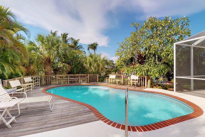 Spacious canal-front house w/ heated private pool & private dock - near beaches!