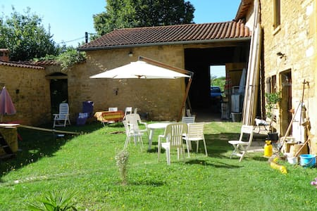 Maison beaujolaise en pierre dorée