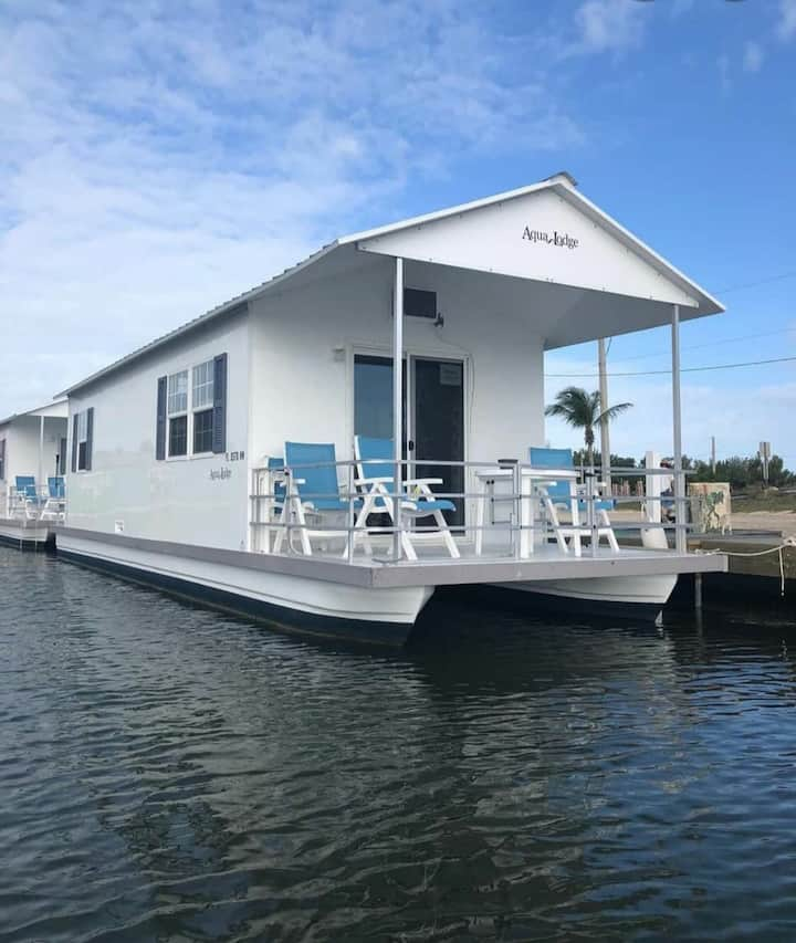 2 Bedroom Aqualodge for Rent