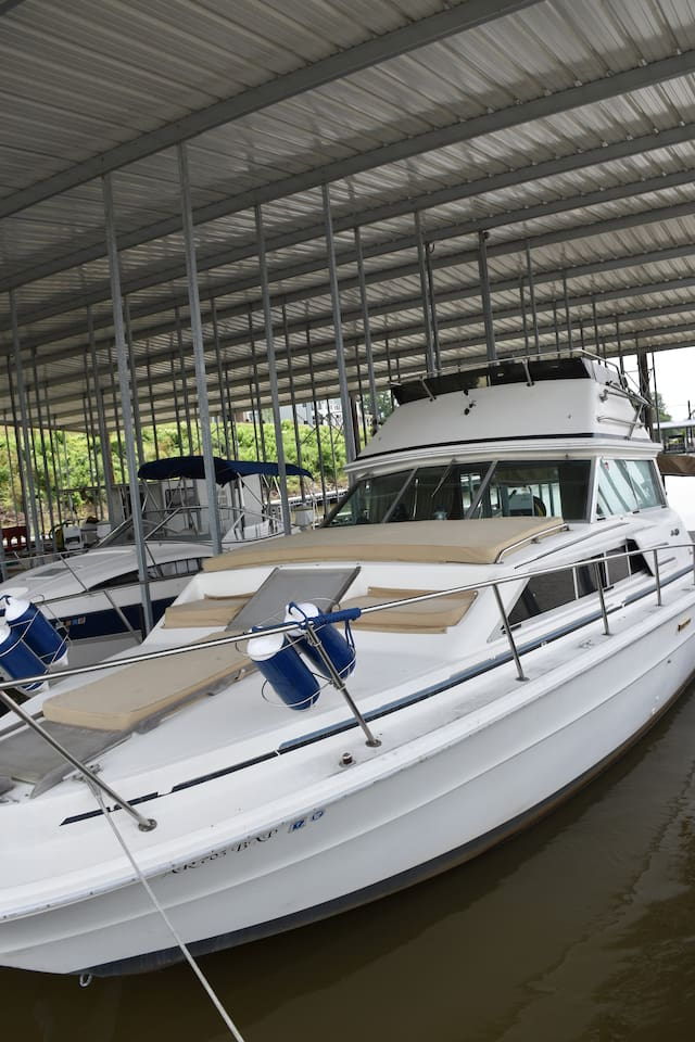 Sleep on the water in this cozy Sea Ray