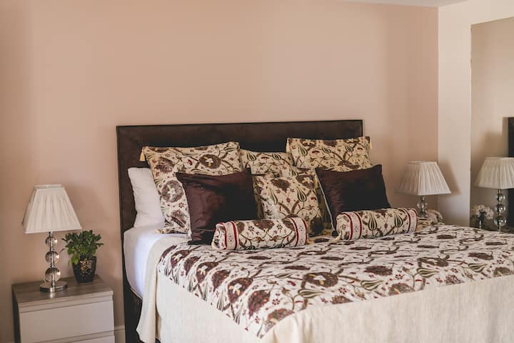 City-to-Country Luxury Room - 01