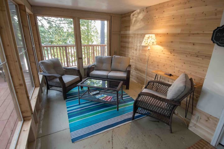 Island View Cottage in Perth Ontario