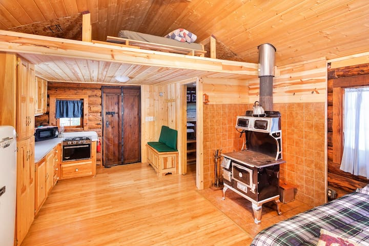 Bridge Cabin, your own Alaska home by the creek