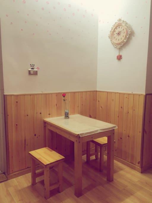 松木小餐桌