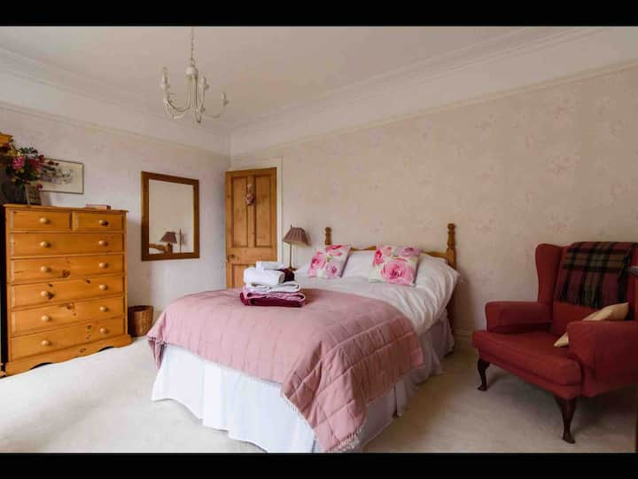 B&B ensuite -within easy reach of Cardiff events