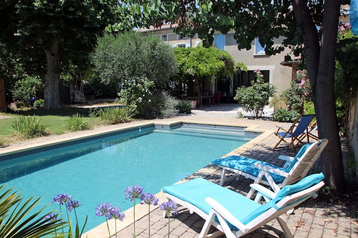 Mas provençal avec piscine chauffée