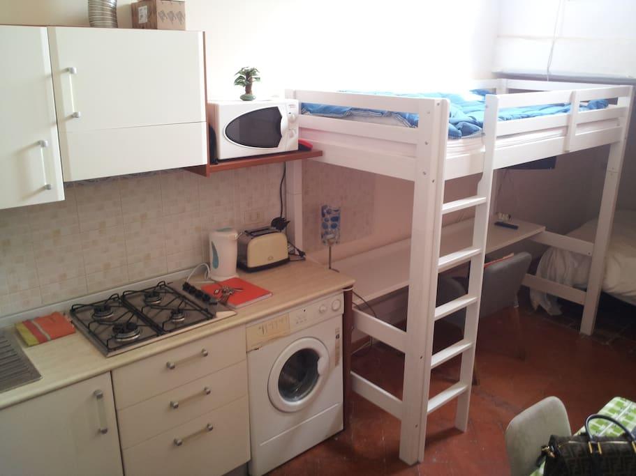Interno con cottura e lavatrice