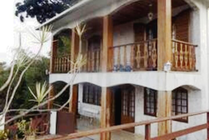Excelente casa em Teresópolis em bairro nobre.