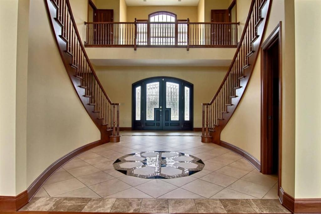Main guest entrance , foyer Part of the 4BDRM, Living.Family room,Kitchen,Dinning room,only for guest