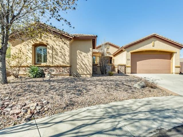 Nice quiet family home in Glendale