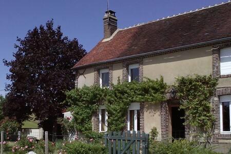 Demi-maison de campagne Bourgogne - Parly - Guesthouse