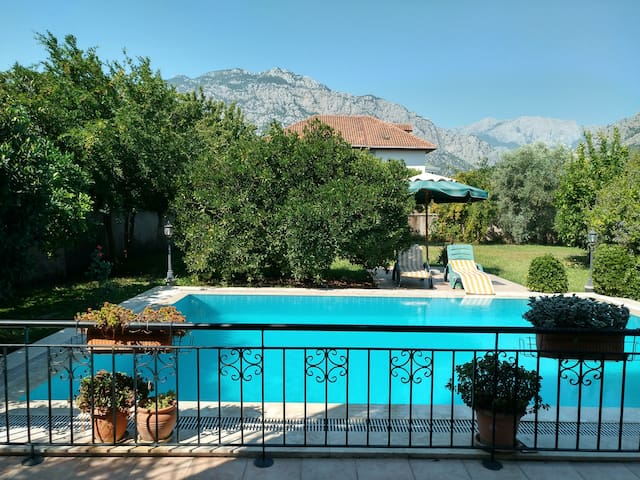 Villa with private pool & garden / Kemer (Antalya)