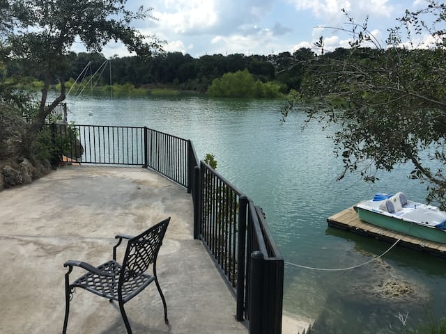 Hill Country  Medina Lakehouse 100ft waterfront - Pipe Creek - Haus