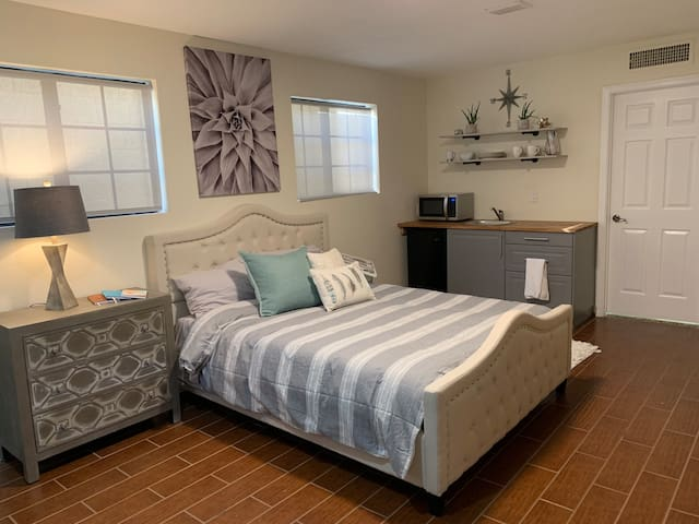 N Phx Guest Suite w/Kitchenette, Pool, Near All