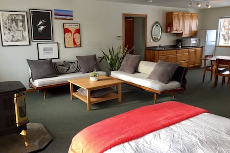 Spacious Studio with Expansive Views/Close to Town - 莱温芙丝(Leavenworth) - 公寓