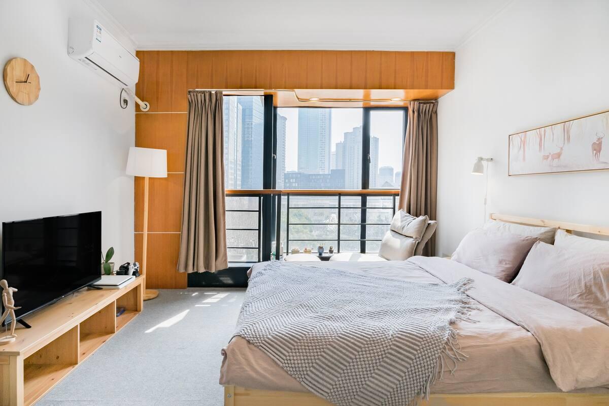 近新街口德基广场带落地窗和游戏机的温馨muji日系公寓-丸子家②