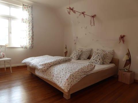 Sunny private rooms