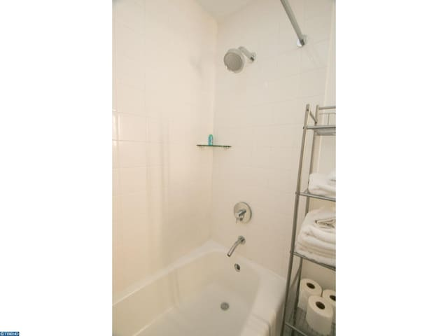 PRIVATE BEDROOM/BATH IN 5 STAR BLD ON RITTENHOUSE!