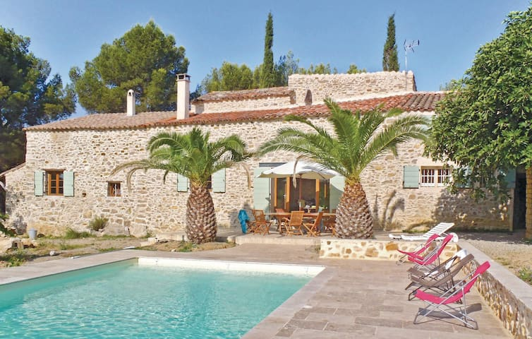 Holiday cottage with 5 bedrooms on 240 m² in Murviel-lès-Béziers