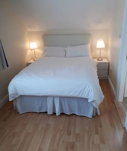 Private Ensuite Room Near Airport