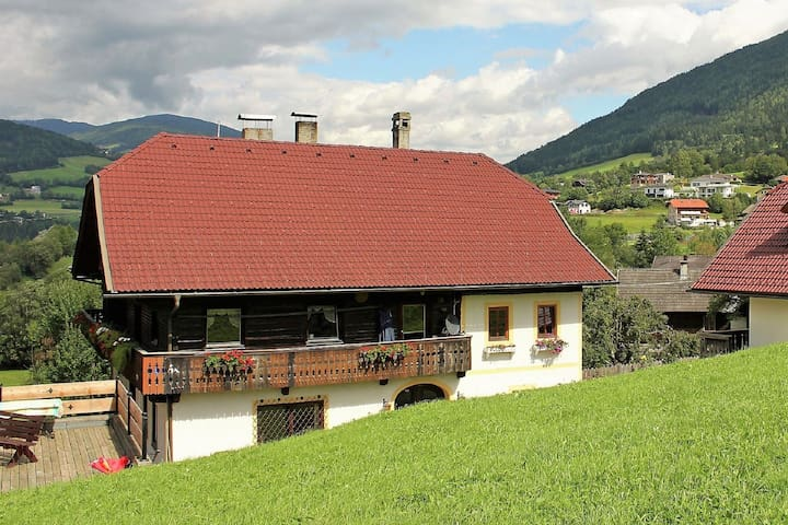 Nice apartment in a farmhouse with beautiful views of the surrounding mountains