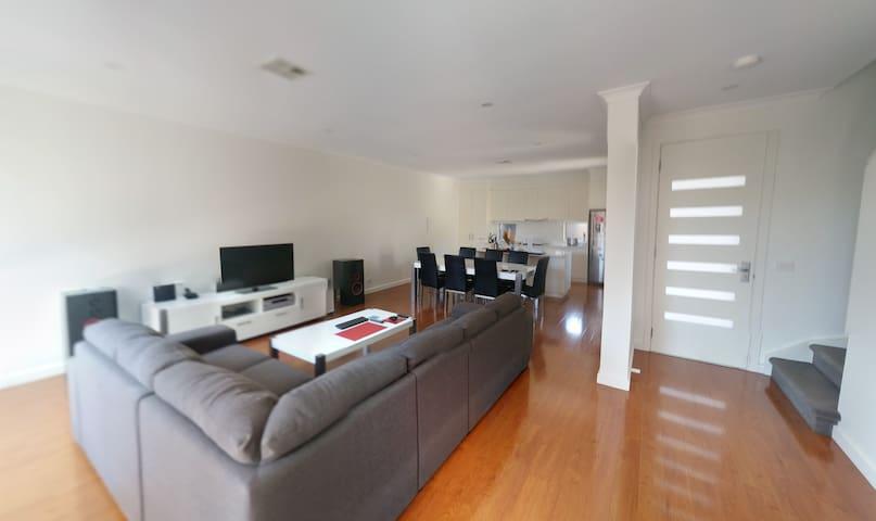 Brand new house/35m. CBD/ 7m. beach - Cheltenham - Hus