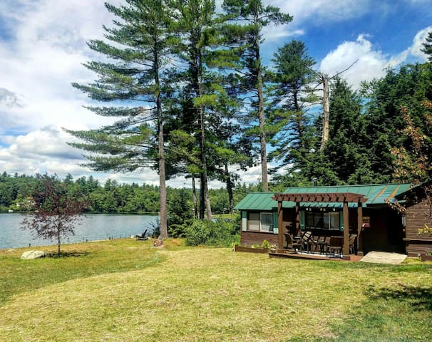 Charming cottage on quiet lake - Webster
